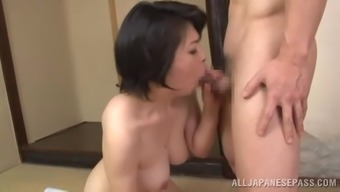 A mature girl from Japan can take complicated pussy beating