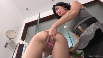 Veronica Avluv encourages blond girl Cece Capella have her pussy