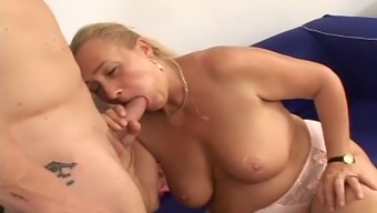 Great busty, mature woman owning a great intense sitting