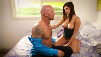 Leah Gotti serves as a attractive blond requiring a lover's hard on