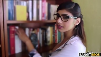 Properly influenced Mia Khalifa is deserving to obtain her wet Lebanese cherry fucked puppy