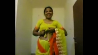 Unclean newbie Indian homemaker flashes her ugly organic titties
