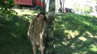 Fairly young girl Masha release her pussy on video camera near the driving