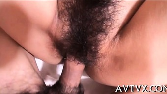 Perverted japanese sweetheart ravishes a cock with the your mouth