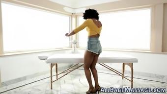 Ebony les interests masseuse
