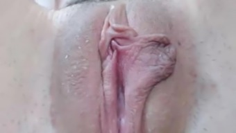 Hirsuite soppy pussy closeup
