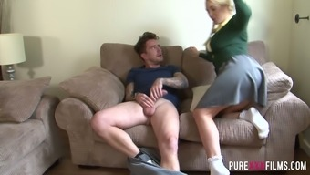 Slutty coed Victoria Summers craves a solid tilt inside her continuously