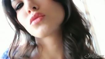Astonishing effectively altered Sunny Leone flashes her gorgeous pleasing pussy