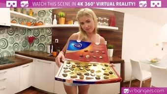 VR PORN-Sexy Blonde Cherub Piaff Have in their hands Her Pussy and Spunk