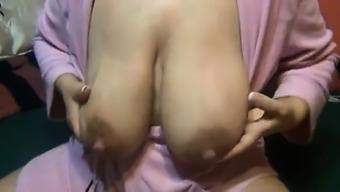 Lactating mum huge nipples Vivan from onmilfcom