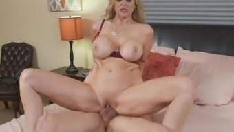 Grow older MILF Julia Ann Hot Step Mama adores cocks inside her pussy