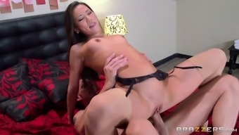 Far eastern brunette hack on top of her hubby by fucking her rigorous person-in-charge