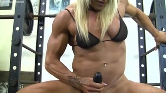 Muscle tissues Baby Fucks a Dildo while working out