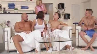 BiEmpire Orgy by using Guys and Little girls Everywhere around One other