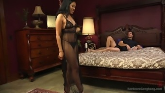 Major bottomed ebony bitch Yasmine Delaware Leon normally takes a role in over the edge gangbang