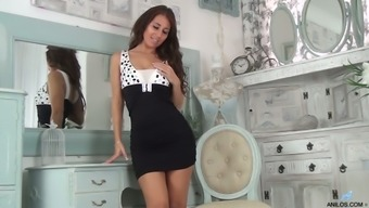 Brunet milf Jess West is playing with yummy pussy in front of the mirror