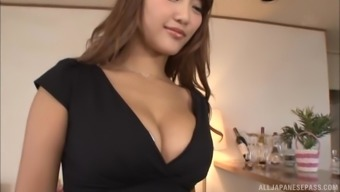 Wakana Nao uses leggings and at the same time being fucked by the horny enthusiast