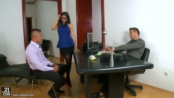 Awesome Spanish secretary Julia delaware Lucia gets twofold infiltrate after business venture encounter