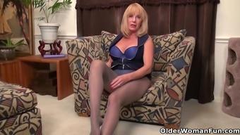 Host nation gilf Houston Skye fucks herself utilizing a dildo