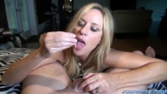 Jodi West in StepMother's Welcome House HandJob