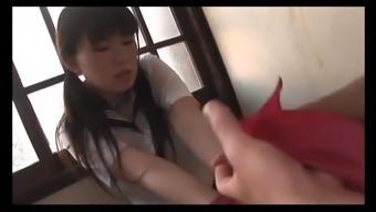 � に嵌り、拷問を受ける女子高生