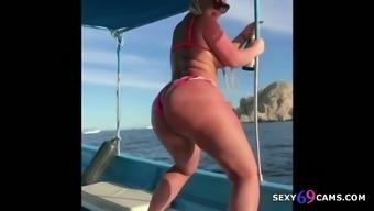 Big Ass Pornstar Julie Cash Ass Shaking Compilation