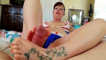 Curvy Tattooed Mom Gives a Wonderful FootJob: SLOW EDGING CUMSHOT