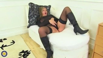 Sexy real mother with amazing hungry pussy