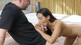 Alluring doll Andreina Deluxe shares her flawless body with a lucky fella