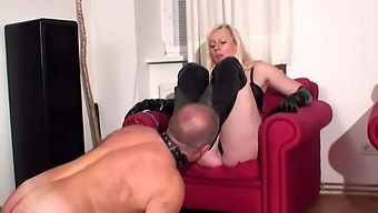 slave trotti have to worship her boots
