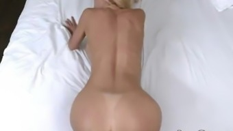 Hot MILF gets her entrance filled with ejaculation - Alexis Fawx