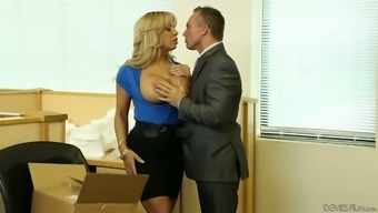 Horny black Alyssa Lynn is excited about fucking