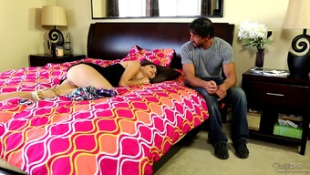 Admiring hubby grants companion a stifling massage before bi-fold his main train of thought with her clit smoothly