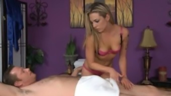 Bailey Ivory Gives a very happy Ending Massage session