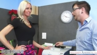 MILF Emma Starr seduces her colleague - Naughty Place of work - Naughty North america