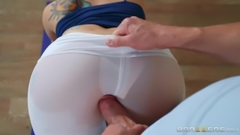Big ass yoga babe Mandy Muse takes a fat dick after stretching out