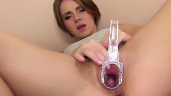 Spicy czech nympho gapes her slim cunt to the bizarre21eTR